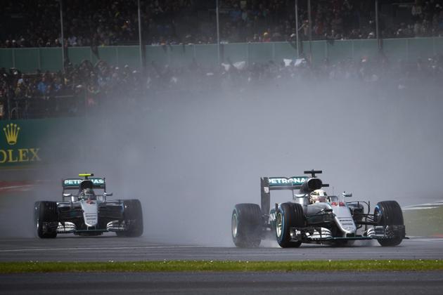 F1、セナ・プロスト時代を彷彿?激しいメルセデス同門対決に接触禁止令!?