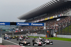 日本のレースにファミリー客急増!スーパーフォーミュラの熱戦に満員のスタンドも熱狂