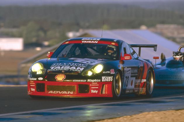 2000年にGTクラス優勝を果たした チームタイサンアドバンのポルシェ911GT3R