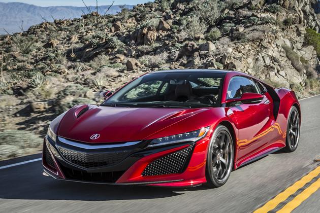 日本人なら憧れる!スポーツカー対決「ホンダ 新型NSX」vs「日産 GT-R」