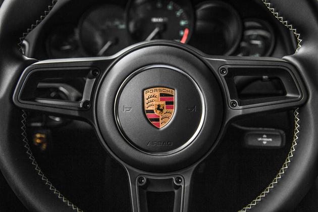 991台限定!50年ぶりに復活した新型ポルシェ「911R」、これが名実ともに最上級の911だ!