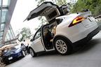 """リアドアに""""ガルウィング""""!日本国内初となる電気自動車のSUV「テスラ モデルX」価格は895万円から"""
