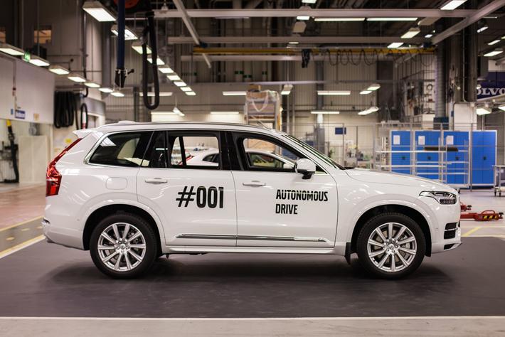ボルボ 自動運転車(XC90)