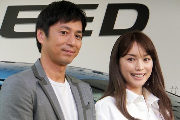 (左)お笑いコンビ・チュートリアルの徳井義実さん/(右)モデルの蛯原友里さん