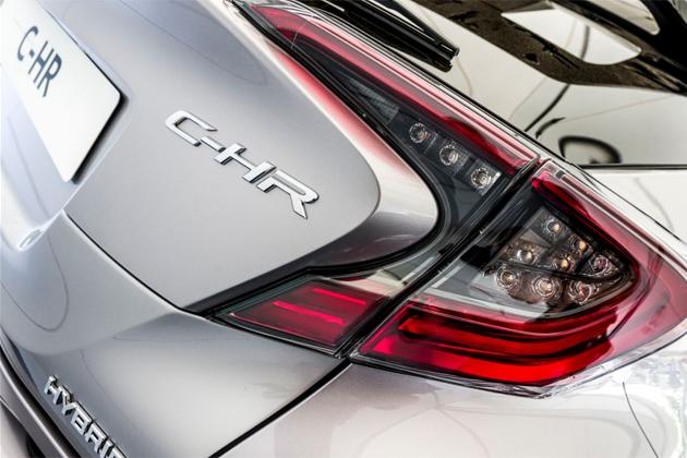 """トヨタが理想を追い求めたSUVの自信作!""""プリウスSUV""""と呼ばれた「C-HR」の実力とは"""