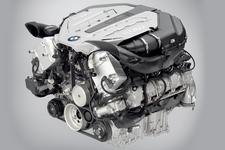 BMW 4.4L V8エンジン ツインターボ付き