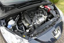 ターボチャージャー付直列4気筒DOHCエンジン
