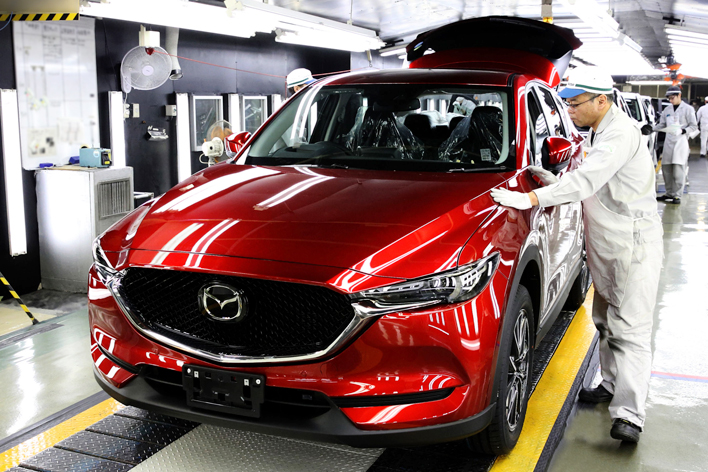 写真は新型CX-5の量産第一号車(日本仕様車)