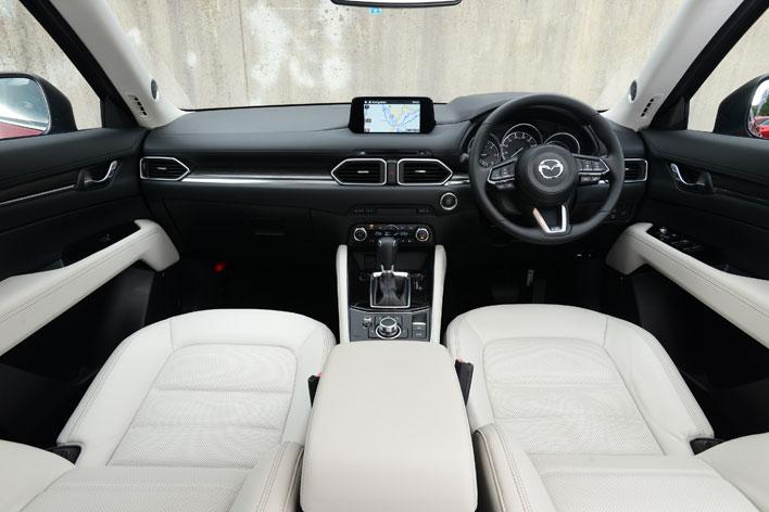 <インテリア・インパネ周り/マツダ 新型 CX-5 XD L Package[4WD/ボディカラー:ソウルレッドクリスタルメタリック/インテリアカラー:ピュアホワイト(本革)]>