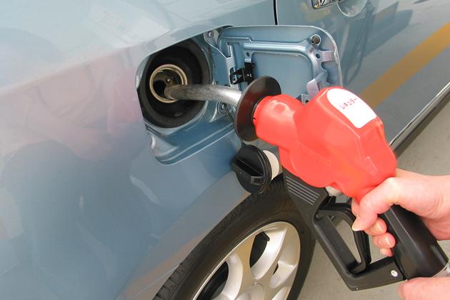 原油価格、NY市場初値で1年半ぶりの高値!今年のガソリン価格動向は?