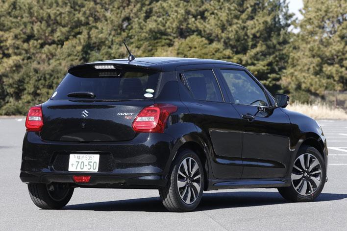 <スズキ 新型スイフト RS[直4 1.2リッター・5MT・2WD/ボディカラー:スーパーブラックパール]>スズキ 新型スイフト 試乗レポート/渡辺陽一郎