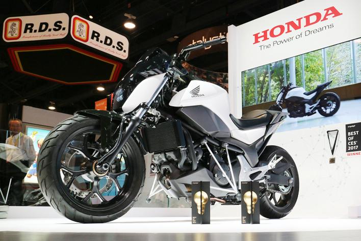 """写真はホンダの""""倒れないバイク""""Honda Riding Assist"""