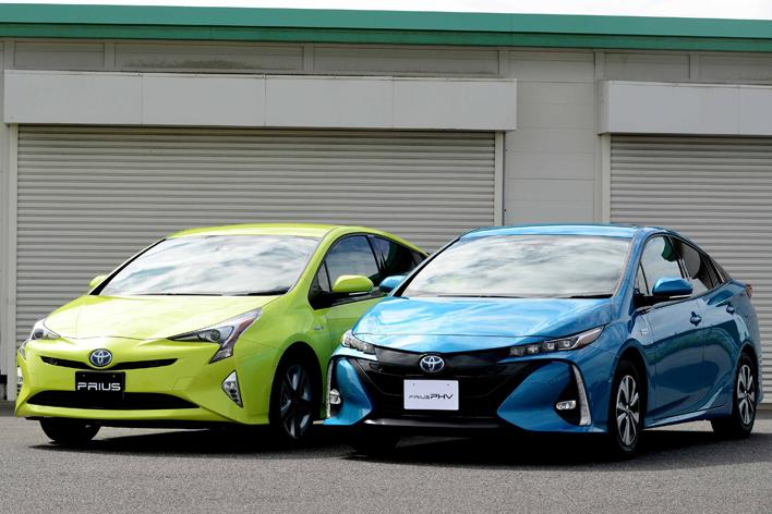 (左)トヨタ プリウス (右)トヨタ 新型プリウスPHV