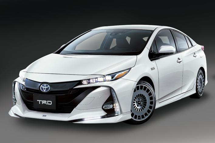 トヨタ新型プリウスPHV(TRDパーツ装着)