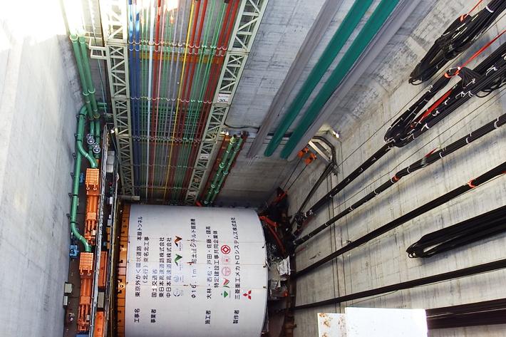 地下70mに設置されたシールドマシンを外から撮影
