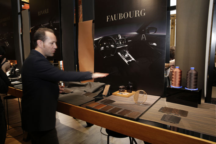 <フランス・パリで2017年2月28日に世界初公開された「DS 7 CROSSBACK」発表会の模様>