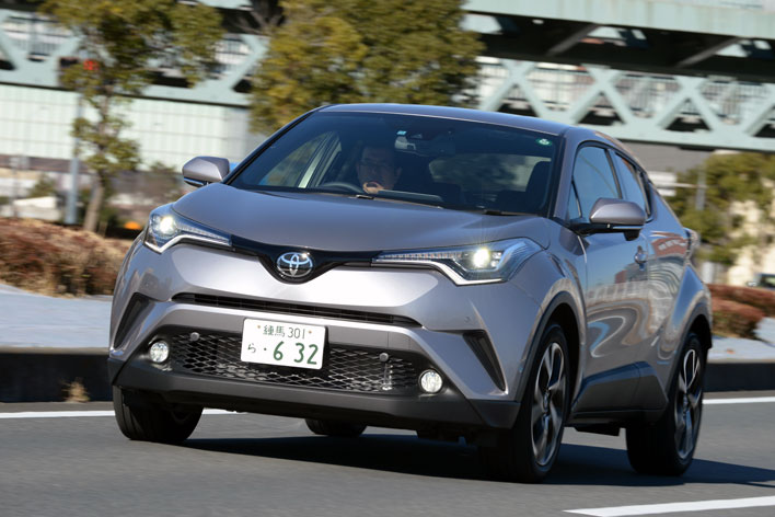 トヨタ C-HR(CHR)ガソリンターボの実燃費は?C-HRハイブリッドとガチ比較!