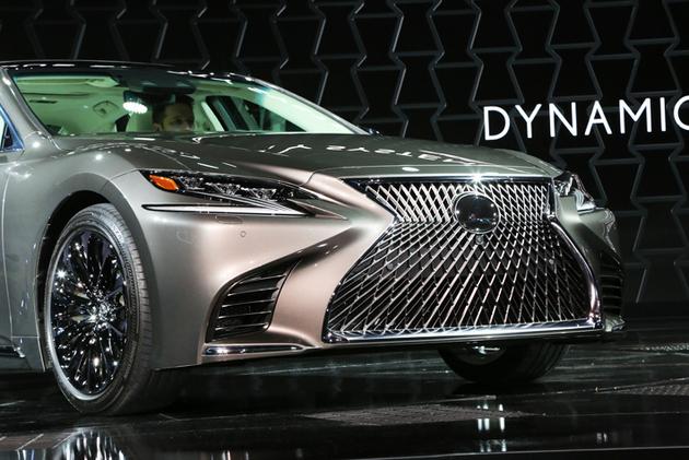 デトロイトモーターショー2017で発表されたLS500(ガソリンモデル)