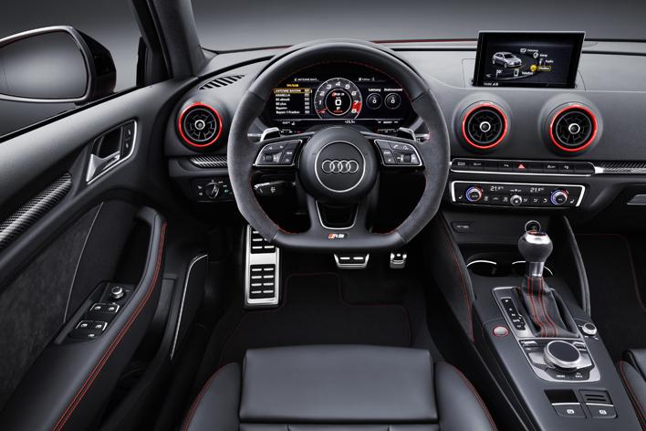 アウディ RS 3 セダン