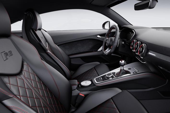 アウディ 新型TT RS クーペ