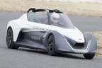 """【動画】""""滑空するように""""走るクルマ!?世界に2台のニッサン ブレードグライダーをサーキットで試乗!"""