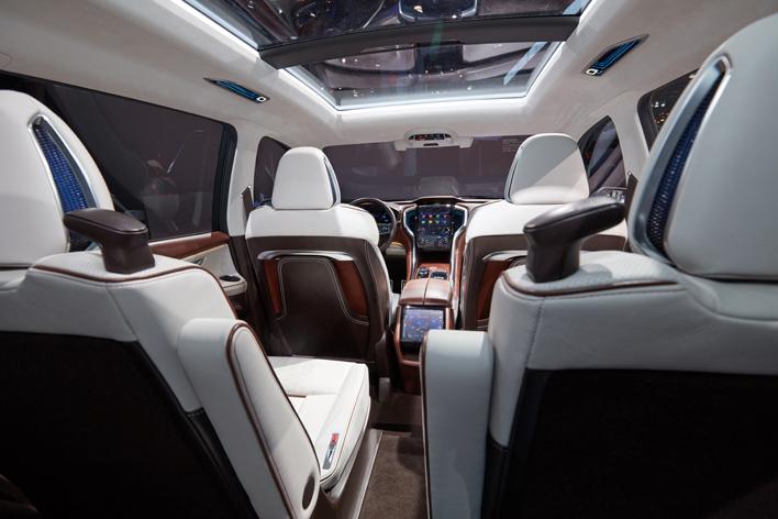 スバル史上最大サイズの3列SUV「アセント」をNYショー2017で発表
