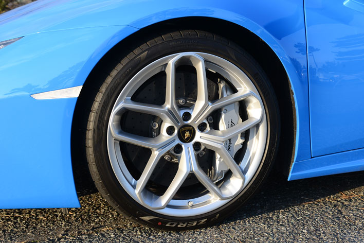 <Lamborghini HURACAN SPYDER(ランボルギーニ ウラカン スパイダー)>試乗レポート/今井優杏