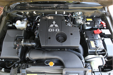 三菱 パジェロ ディーゼルエンジン