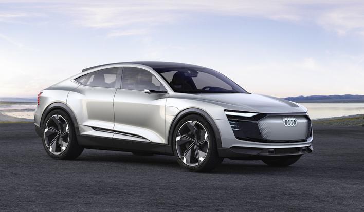 """アウディ、クーペスタイルSUV電気自動車、""""e-tron Sportback concept""""を公開【上海ショー2017】"""