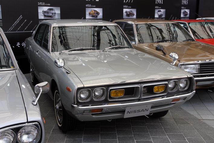 """1972年発売 4代目C110型 日産 スカイライン(写真は""""ケンとメリーのスカイライン""""1973年式 スカイライン 2000GT-X)"""