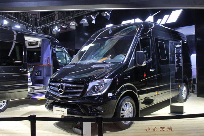 """AMGじゃないよ""""AM""""だよ( メルセデス・ベンツ 商用バン""""スプリンター""""ベースのキャンピングカー)【上海ショー2017】"""