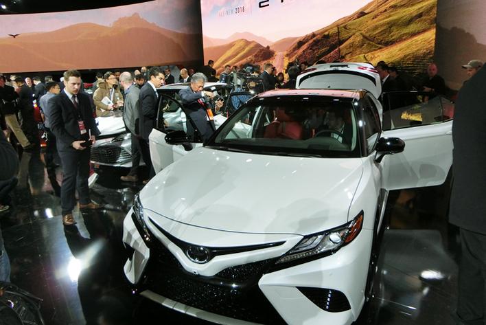 トヨタがついに決断! マークX、SAIを廃止し、中型セダンを新型カムリに集約する理由