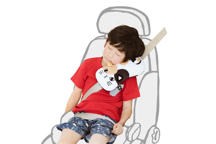 クークー寝られる シートベルト枕だにゃん