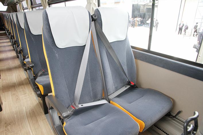 三菱ふそう 新型大型観光バス「エアロクイーン」