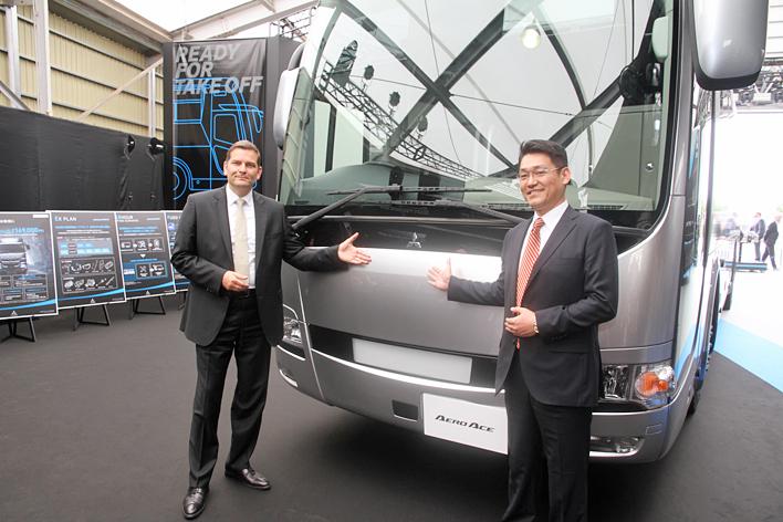 三菱ふそう 新型大型トラック「スーパーグレート」、新型大型観光バス「エアロクイーン/エアロエース」発表会