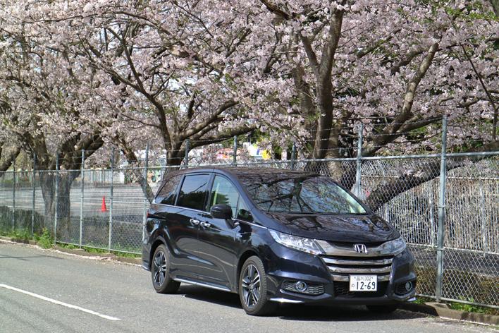 オデッセイ ハイブリッド燃費レポート|見た目によらず低燃費!?ホンダの上級ミニバンは燃費でライバルを圧倒する!