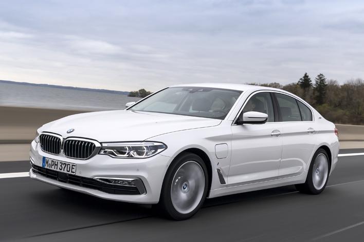 次世代を担うハイパフォーマンスな5シリーズ「BMW 530e iPerformance」は、ただのPHVにあらず