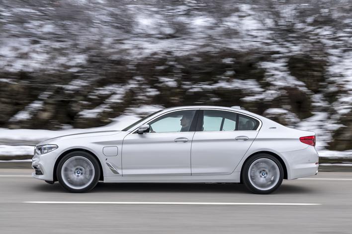 BMW 530e iPerformance海外試乗レポート/五味康隆