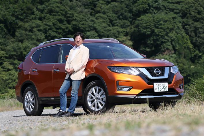 新型エクストレイルと自動車評論家の渡辺陽一郎さん