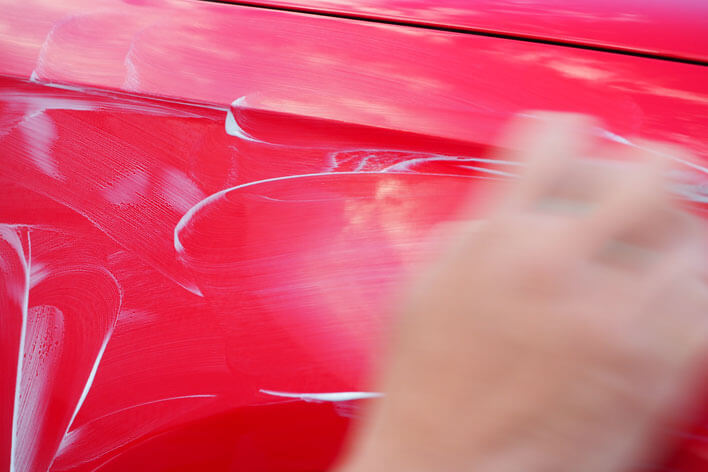 コンパウンドは塗装面を磨くときだけに使用してください