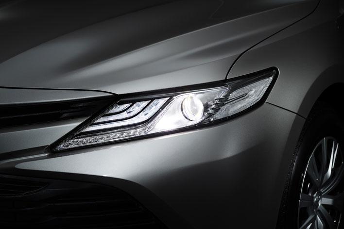 新型カムリハイブリッドがフルモデルチェンジ!価格は330万円からで、2.5Lエンジン搭載|最新情報