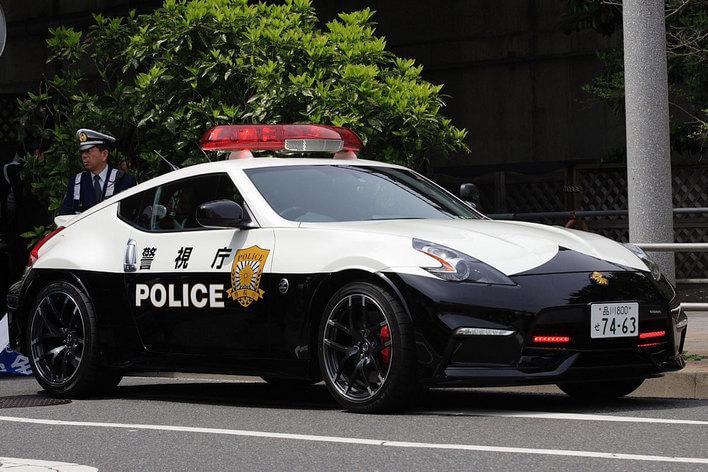 できればお世話になりたくない警察車両