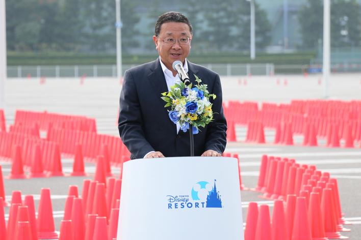 挨拶をする、㈱オリエンタルランド 代表取締役社長(兼)COO 上西京一郎氏