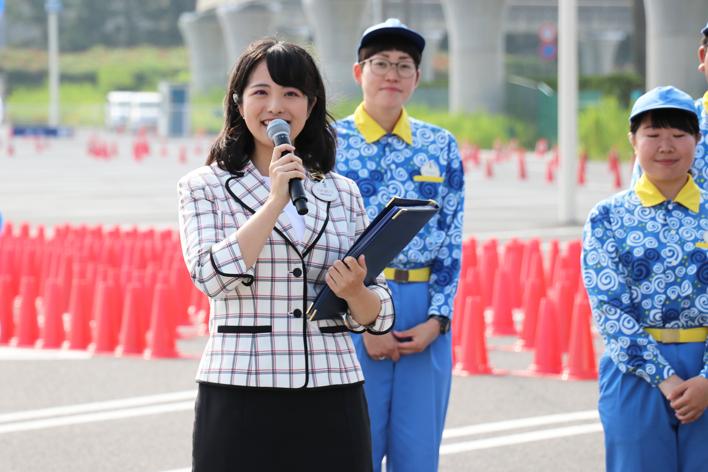 セレモニーの司会を務める 東京ディズニーリゾート・アンバサダー 福本望さん