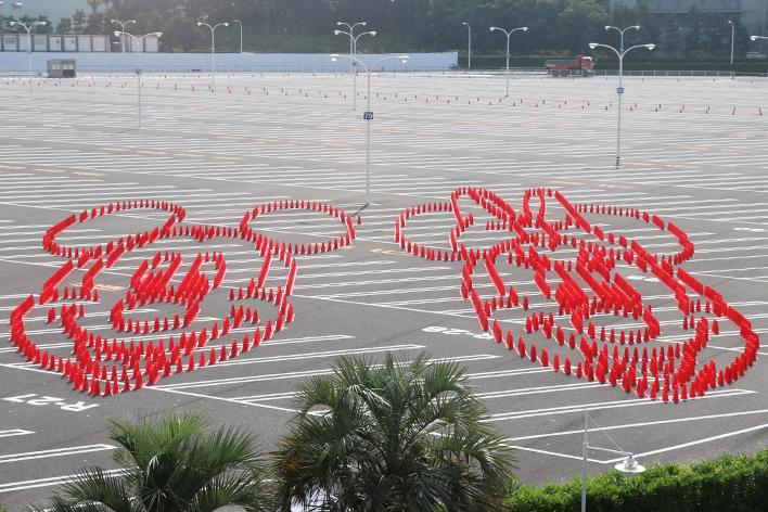 過去最大規模!ミッキー&ミニーのコーンアートがTDL駐車場に登場!
