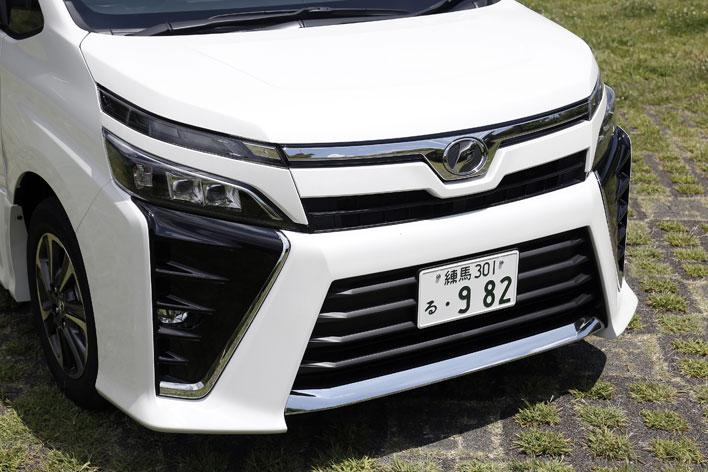 トヨタ 新型ヴォクシー:フロント大型バンパー