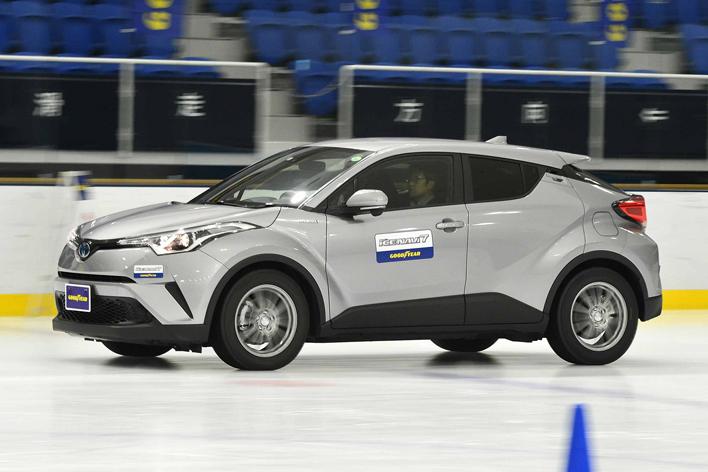トヨタ C-HRにアイスナビ7を装着し氷上をテスト<【アイスナビ7】グッドイヤー新型スタッドレスタイヤ ICE NAVI 7 試乗レポート>