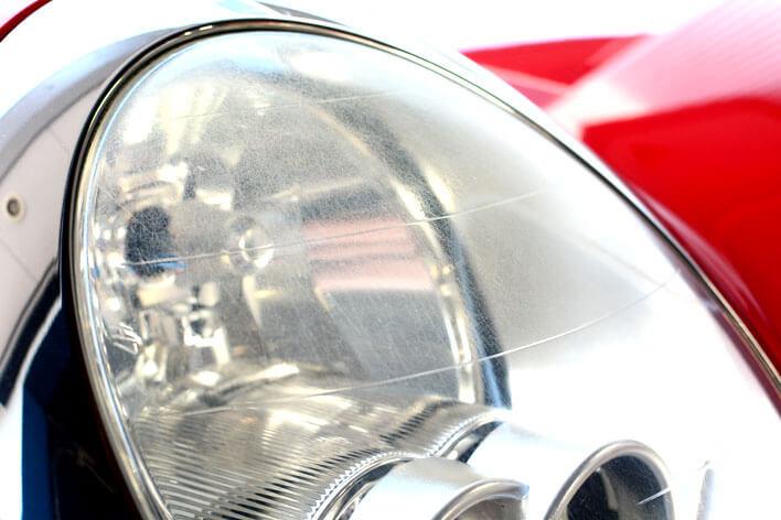 ヘッドライトの黄ばみを取る方法|黄ばみや曇りがついてしまったヘッドライトをきれいにクリーニング
