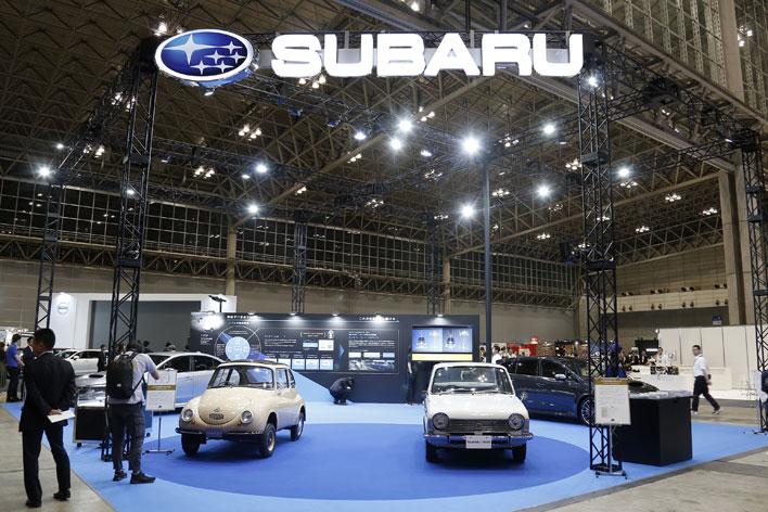 スバルは「事故ゼロを目指して60周年」をテーマにヘリテージカーと最新モデルを展示!【オートモビルカウンシル 2017】