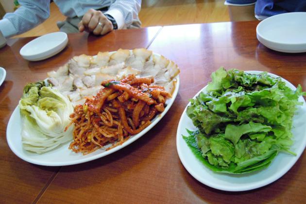 昼食の韓国料理